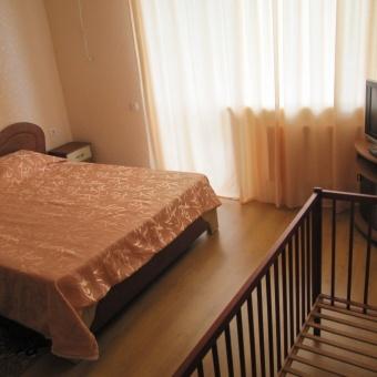 восточная сп. с балконом в 3 комнатном